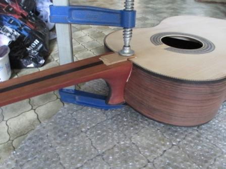 Guitar - Glueing the neck