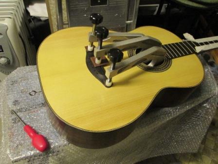 Guitar - Glueing the bridge